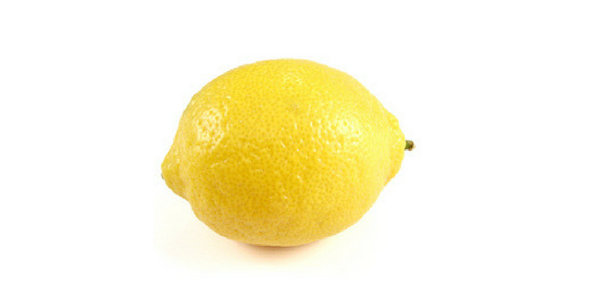 lemon juice fornatural therapy for glowing skin